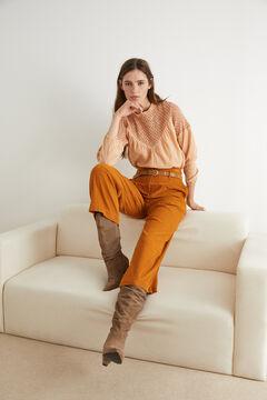 Conjunto de blusa bordado, pantalón ancho pana y botas ante
