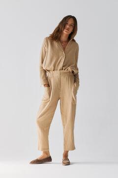 Conjunto de camisa oversize, pantalón algodón y zapatos terciopelo